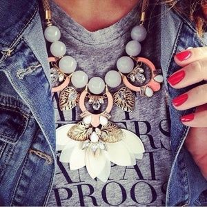 :: Stella & Dot Riviera Statement Necklace
